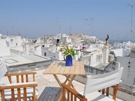 terrazzo con vista mare e sui tetti di Ostuni
