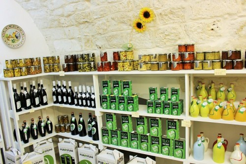 negozio di Ostuni con prodotti tipici locali