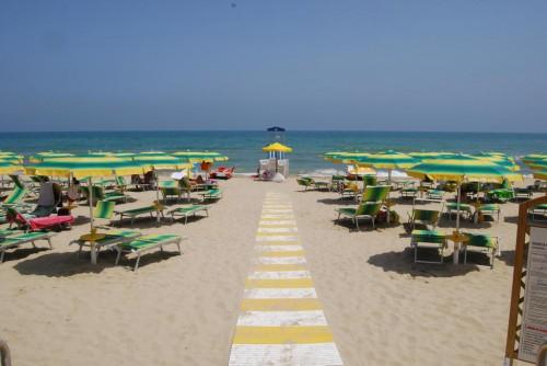 la spiaggia a 50 m.