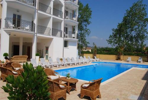 Il residence con la piscina